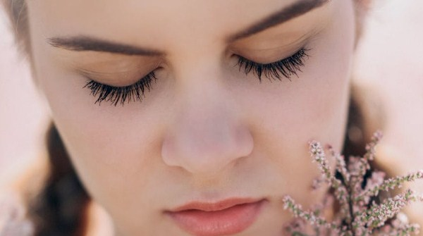 Manfaat Minyak zaitun untuk bulu mata