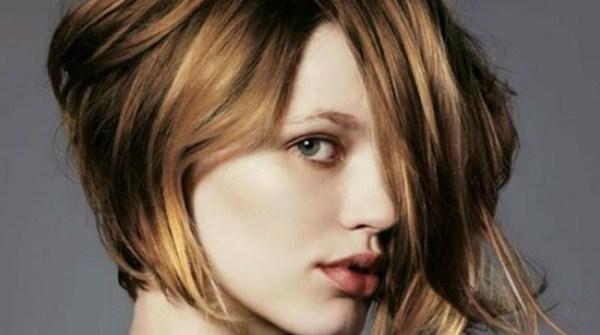 Model rambut untuk rambut tipis Bob asimetris