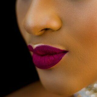 Gambar 1.1 - WArna Lipstik yang Cocok untuk Kulit Sawo Matang - Magenta