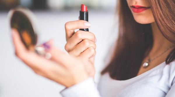 Tips memilih lipstik untuk kulit coklat sawo matang