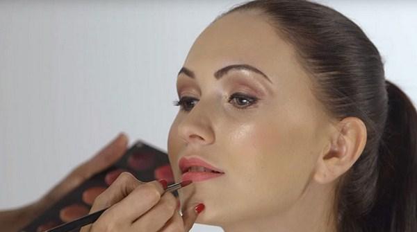 Urutan memakai make up yang benar