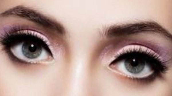 Cara memakai eyeliner cair untuk mata besar