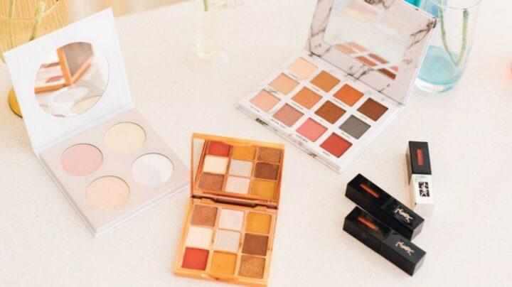 gambar 1 - alat make up lengkap untuk pemula