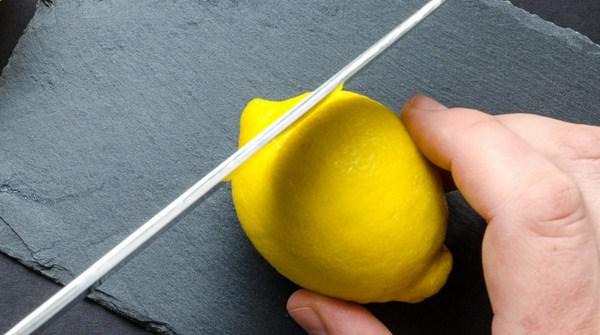 Cara membuat minyak esensial sendiri dari lemon