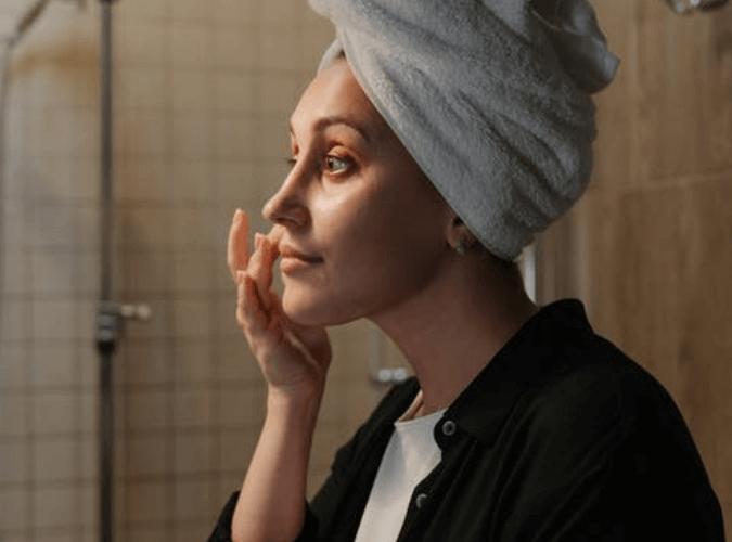 Rekomendasi foundation untuk kulit berminyak dan berjerawat terbaik dan harganya