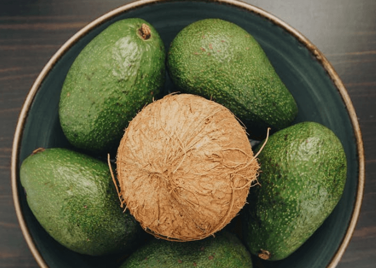 Masker Alpukat dan minyak kelapa untuk kulit kombinasi