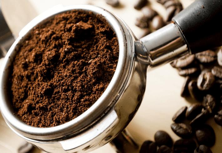 Scrub wajah alami kopi agar wajah glowing